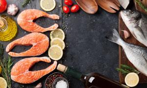 香辛料與三文魚等食材特寫攝影圖片