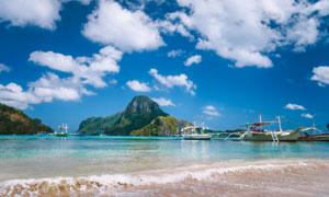 蓝天白云山峦船只风光摄影高清图片