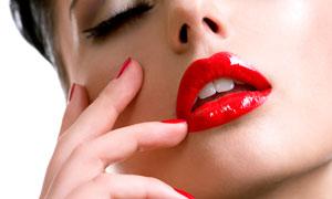 烈焰红唇美女人物特写摄影高清图片