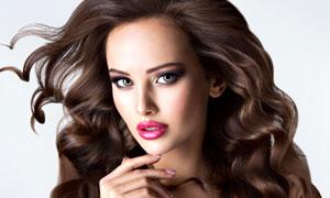 化了浓妆的披肩发欧美模特高清图片