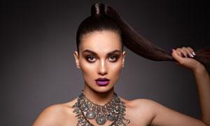 涂紫色口红的模特美女摄影高清图片