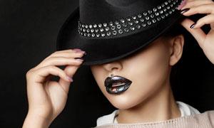 压低了帽檐的时尚美女摄影高清图片