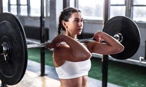 大負重的杠鈴力量訓練美女高清圖片
