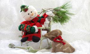 坐在椅子上的可愛雪人攝影高清圖片