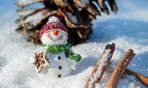 白雪地上的雪人等創意攝影高清圖片