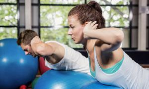 梳著馬尾發的健身女子攝影高清圖片