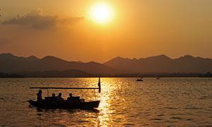 夕阳下的美丽西湖摄影图片