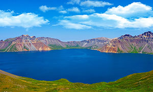 长白山天池蓝色湖泊摄影图片
