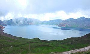 雾气蒙蒙的长白山天池摄影图片