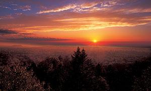 夕阳下的长白山美景摄影图片