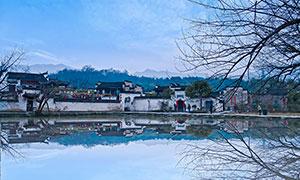 蓝天下的安徽宏村摄影图片