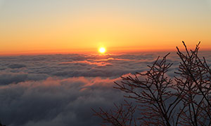 黄山山顶美丽的日出摄影图片