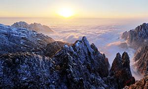 黃山山頂美麗日出攝影圖片