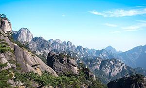 藍天下的美麗黃山攝影圖片