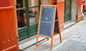 放置在室外的餐厅水牌贴图模板素材