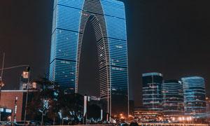 苏州地标东方之门建筑夜景高清图片