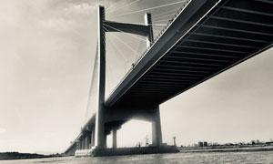 城市跨江大橋風光黑白攝影高清圖片