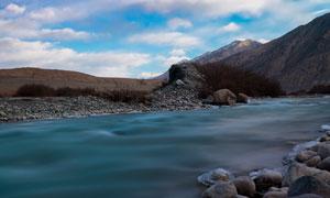 蓝天白云乱石山水风光摄影高清图片