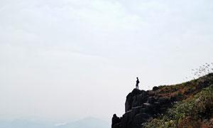 天空白云山坡植被风景摄影高清图片