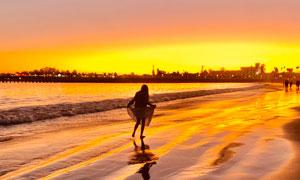 涨潮时的海边沙滩风光摄影高清图片