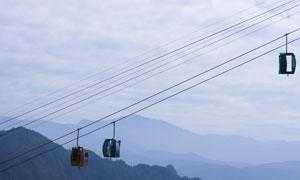 旅游景区索道上的缆车摄影高清图片