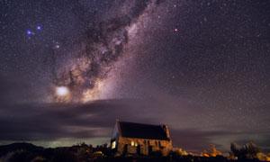 夜晚石屋与天上的繁星摄影高清图片