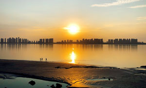 夕陽下城市建筑群風光攝影高清圖片