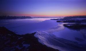 黄昏时分紫色暮光美景摄影高清图片