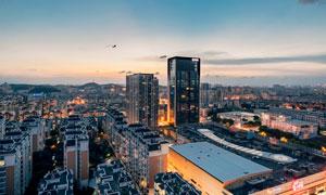 黄昏时分城市建筑鸟瞰摄影高清图片