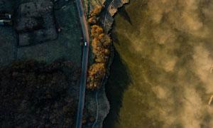 航拍视角下的湖畔公路摄影高清图片