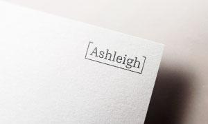 厚紙上的標志圖案應用展示樣機模板