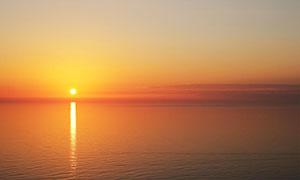 海上落日余晖美景摄影图片