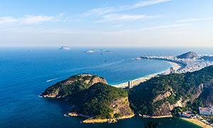 美丽的大海和海滨城市摄影图片
