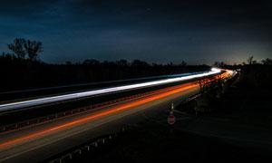 高速公路夜晚绚丽光影高清摄影图片