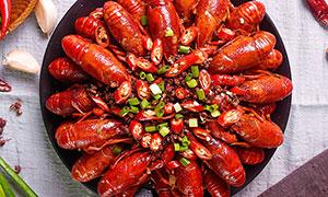 麻辣小龙虾美食菜品俯拍摄影图片