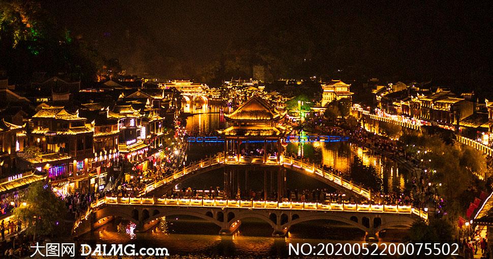 凤凰古城美丽夜景灯光摄影图片