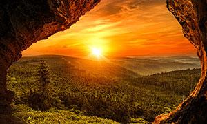 山洞外美丽的夕阳美景摄影图片