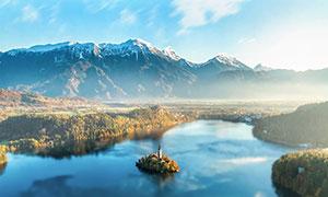 雪山脚下美丽的湖泊美景摄影图片