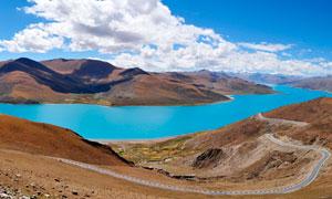 美丽的羊卓雍错湖全景摄影图片