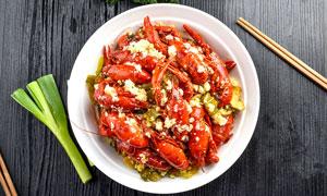 盤中的蒜蓉小龍蝦美食攝影圖片