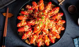 擺放好的蒜泥小龍蝦美食攝影圖片