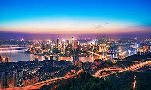 夜幕下的城市建筑和璀璨灯光摄影图片