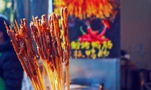 香辣烤鸭肠烧烤美食摄影图片
