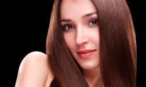 面带微笑的发型模特高清摄影图片