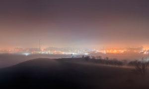 朦朧城市燈光夜景超寬畫幅攝影圖片