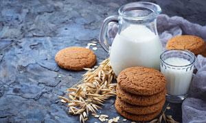 饼干燕麦与牛奶等营养膳食高清图片