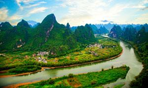 蓝天下的桂林漓江山水摄影图片