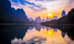 夕阳下的漓江山水美景摄影图片