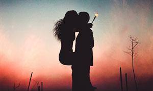 月光下亲密的情侣剪影高清摄影图片