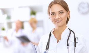 面帶微笑的女醫生人物攝影高清圖片
